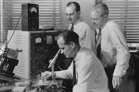 65-летие дедушки электронного оборудования